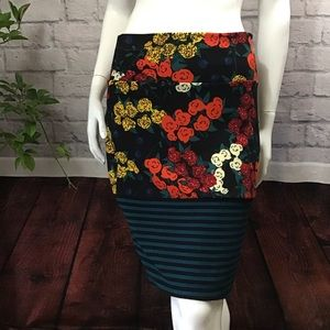 🆕🌻 SALE! 3/$20 Black floral striped large skirt